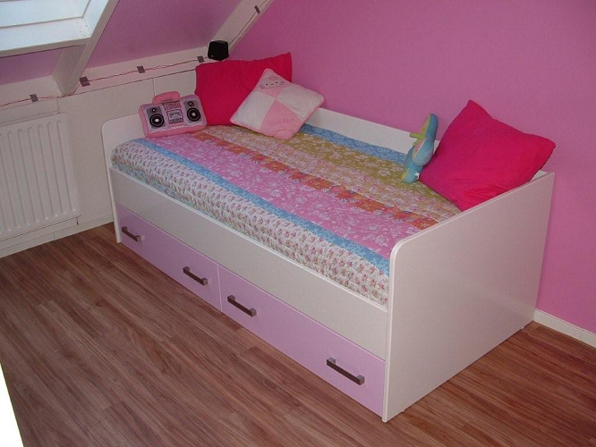bed roze 2