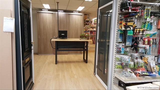 Het vernieuwde entree van de showroom