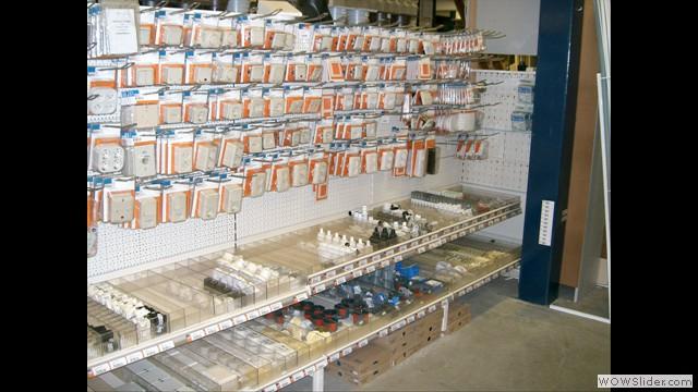 Ons elektra assortiment is uitlopend van lampen, batterijen, verlengsnoeren, zekeringen, stopcontacten e.d.
